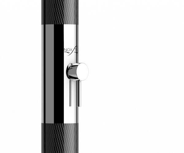 El brazo de ducha hecho de Fibra de Carbono estructural y acero inoxidable AISI 316L